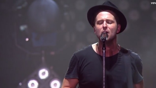 Le chanteur de One Republic, Ryan Tedder (Crédit : capture d'écran YouTube)