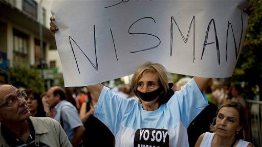 A woman with her mouth taped shut, holds a sign that reads in Spanish; 'I am Nisman' outside the AMIA Jewish community center, in Buenos Aires, Argentina, Wednesday, January 21, 2015 (photo credit: AP/Rodrigo Abd)