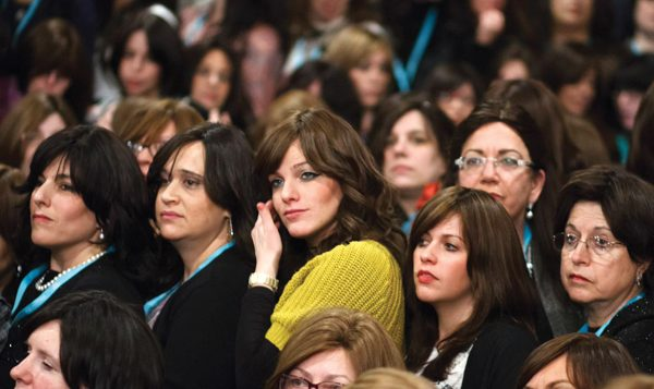"Some of the several thousand Chabad women who took a ""class picture"" last weekend in Crown Heights. Chabad.org/Nechama Kotlarsky"