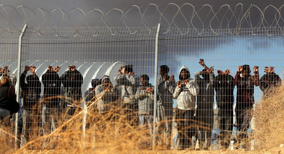 African migrants protest outside Holot detention center in the Negev Desert, southern Israel on February 17, 2014. (FLASH90)