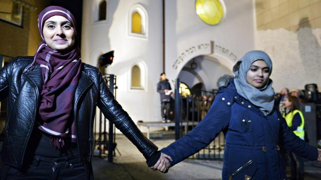 Muslim women join hands at the 'peace ring' event outside of Oslo's synagogue on Saturday, February 21, 2015. (courtesy)