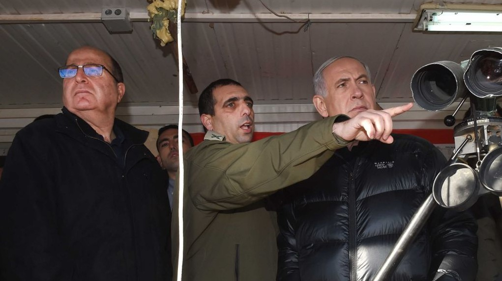 Israeli Prime Minister Benjamin Netanyahu and Defense Minister Moshe Ya'alon seen at Mount Hermon, overlooking the Israeli border with Syria. February 04, 2015. (photo credit: Effi Sharir/POO)