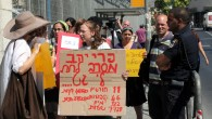 Demonstrators from the Agunot organization protest outside the Justice Ministry in Jerusalem in 2011. (Yossi Zamir/Flash90)