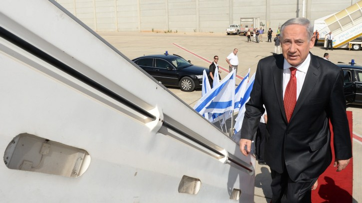 Illustrative image of Prime Minister Benjamin Netanyahu boarding a plane to go on an official state visit to Poland, on June 12, 2013. (Kobi Gideon/GPO/Flash 90)