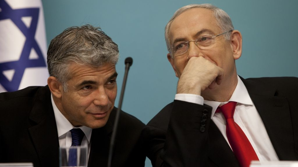 Former finance minister Yair Lapid (left) and Prime Minister Benjamin Netanyahu, when the last government was in power, in Jerusalem on July 3, 2013. (Flash90)