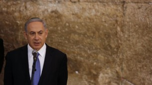 Benjamin Netanyahu au mur Occidental - 18 mars 2015 (Crédit : Flash 90)