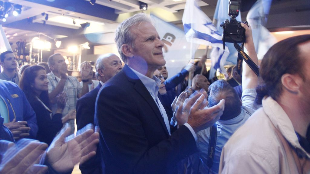Michael Oren, number four on the Kulanu party's list, applauds as exit polls show his party is sleighted to receive between nine and ten seats in the 20th Knesset on Mar. 17, 2015. (Photo credit: Judah Ari Gross/Times of Israel)