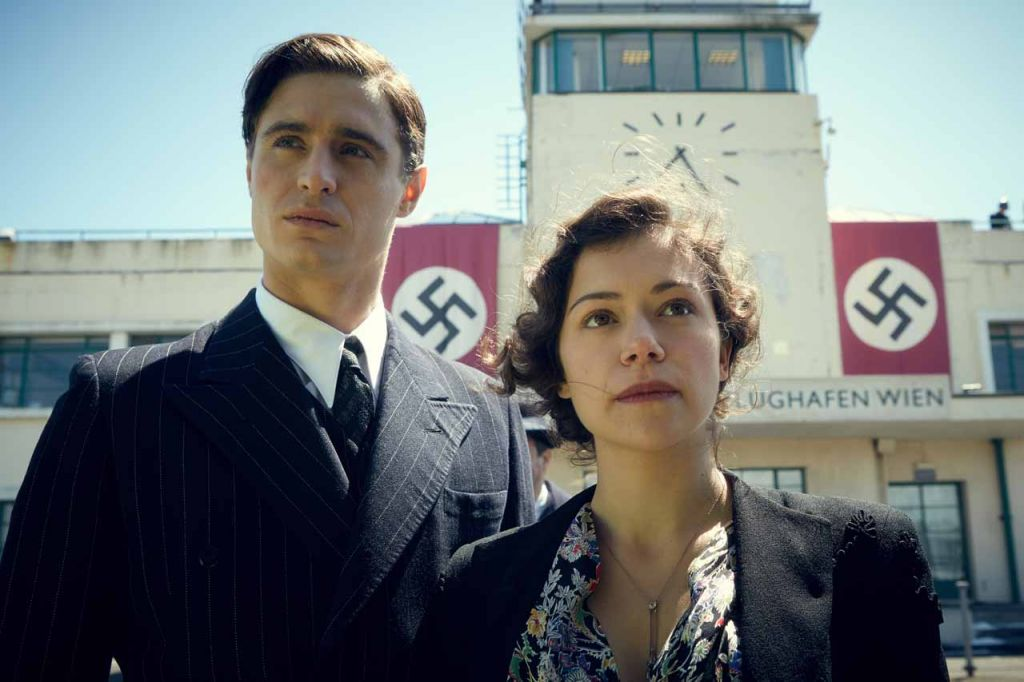 Max Irons and Tatiana Maslany as the young Fritz and Maria Altmann, making their escape from Nazi-occupied Vienna. (Courtesy: The Weinstein Company)