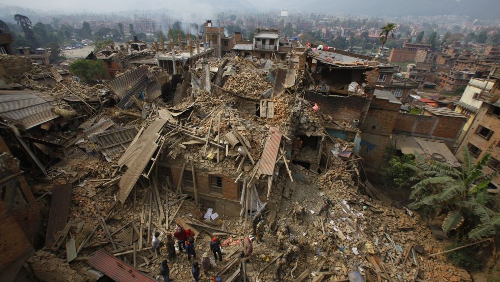 Aftershocks cause more terror as Nepal quake toll tops ...