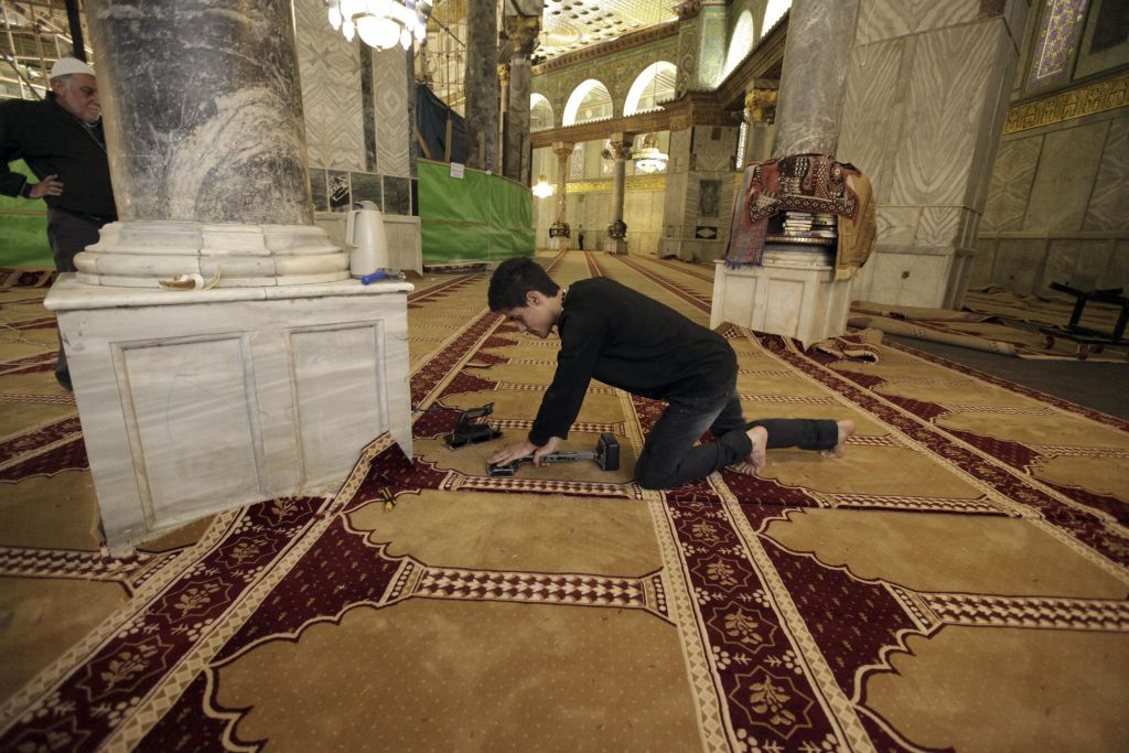 New Carpets At Dome Of Rock Spark Religious Row Rekindle