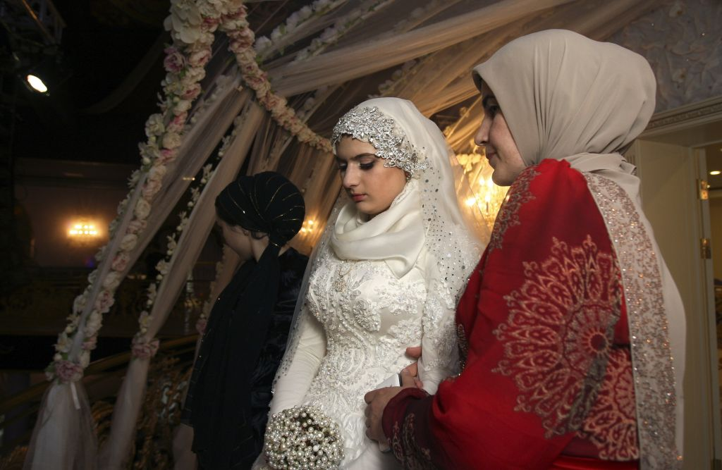Matrimonio In Russia : Ally of chechen strongman marries teenaged second wife