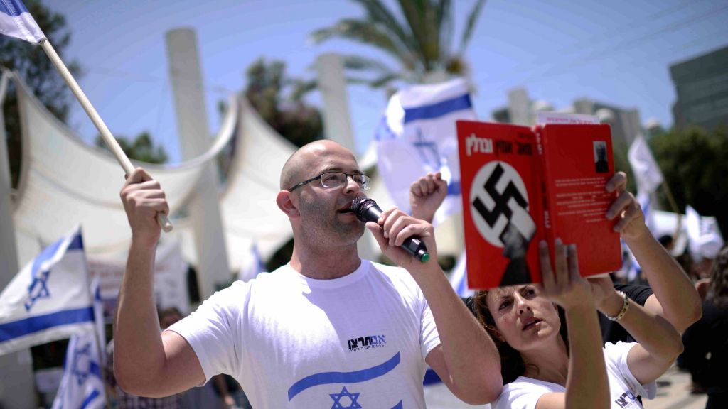 Israeli right-wing activists demonstrate during a rally at theTel Aviv University in Tel Aviv on May 20, 2015 (Tomer Neuberg/Flash90