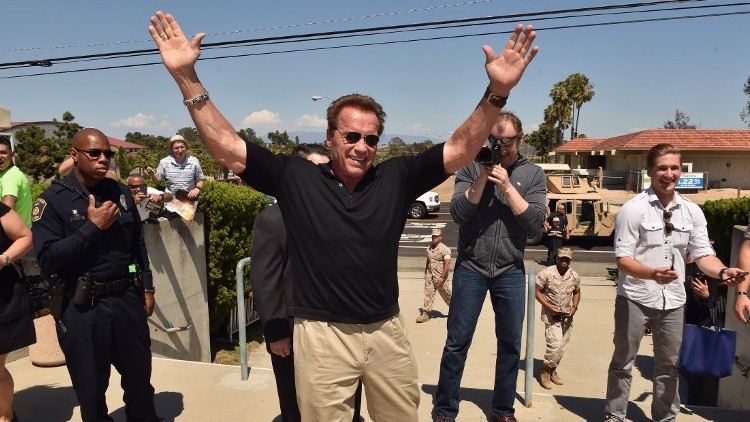 Schwarzenegger donates $100k to Simon Wiesenthal center