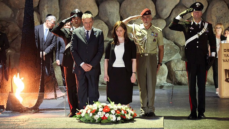 Italian Foreign Minister Paolo Gentiloni and Deputy Foreign Minister Tzipi Hotovely seen during a visit to the Yad Vashem holocaust memorial museum in Jerusalem, on June 30, 2015. (Isaac Harari/FLASH90)
