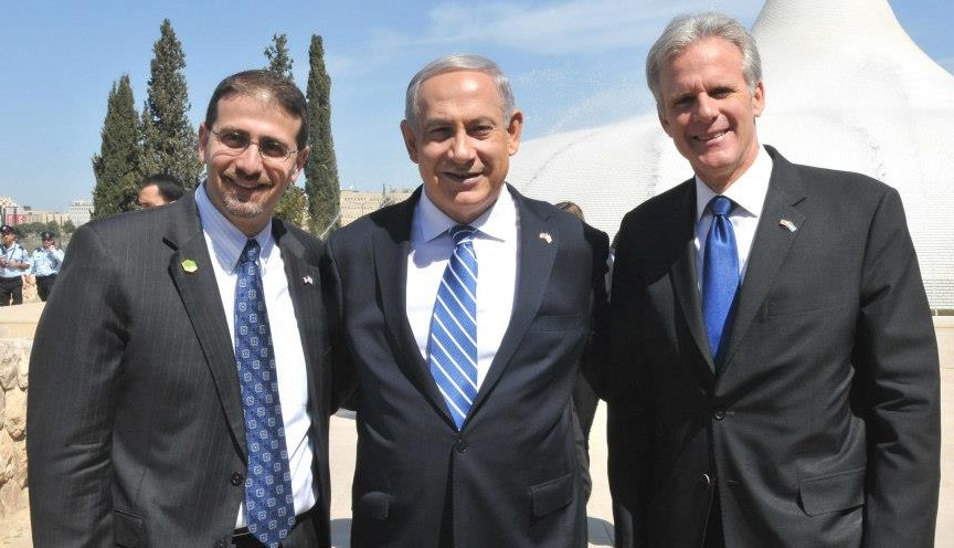 Michael Oren with Prime Minister Benjamin Netanyahu and US Ambassador Dan Shapiro in Jerusalem during President Barack Obama's visit to Israel in March 2013 (Facebook)