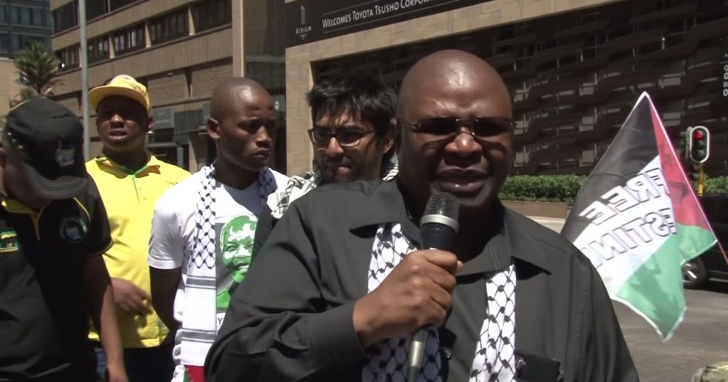 Obed Bapela (R), a deputy minister in South African President Jacob Zuma's office, who threatened to summon students who visited Israel to an investigation. (YouTube)