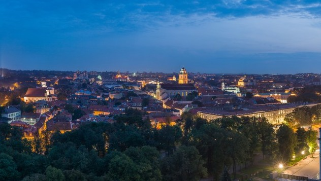 Vilnius_Old_Town_Skyline_at_dusk,_Lithuania_-_Diliff