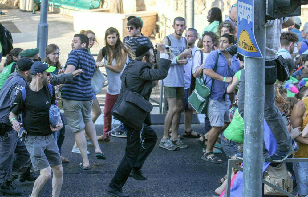 Participants of the gay pride parade in Jerusalem flee knifeman Yishai Schlissel, July 30, 2015. (screen capture: Channel 2)