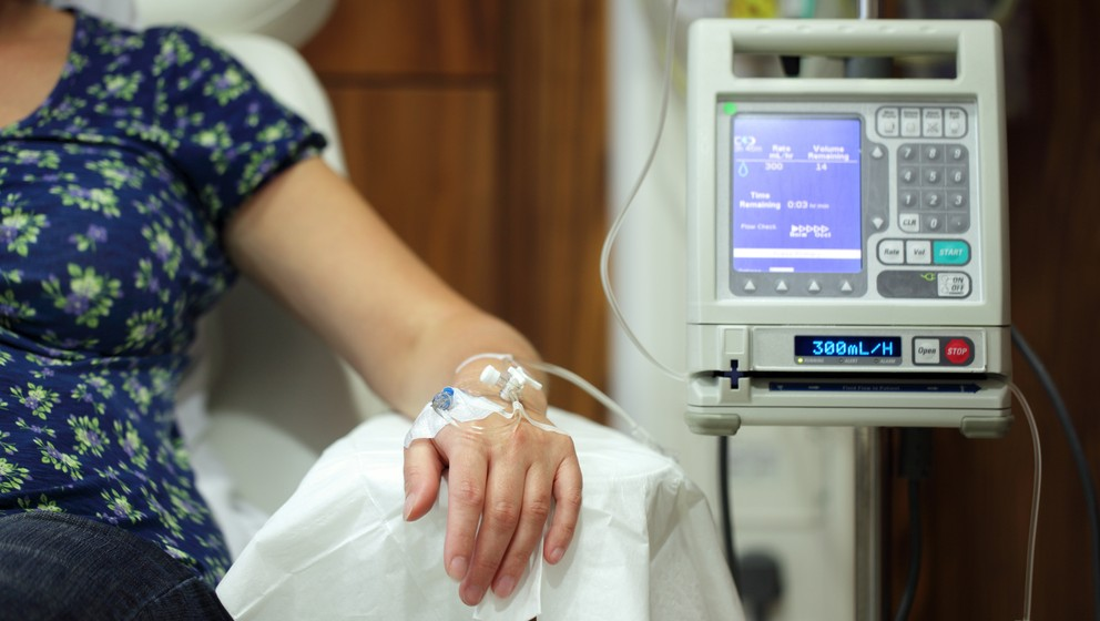 Illustrative photo of a cancer patient receiving chemotherapy treatment (www.shutterstock.com)