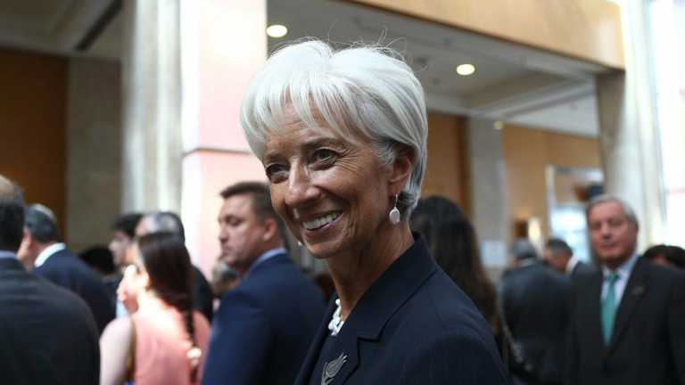 International Monetary Fund (IMF) chief Christine Lagarde walks after a group photo with G-20 finance ministers and central bank governors in Ankara on September 5, 2015. (AFP Photo/Adem Altan)
