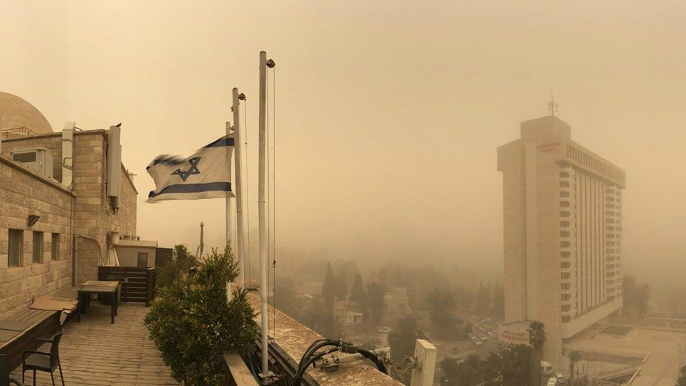 Illustrative: View from a Jerusalem rooftop of skies fogged up in a sandstorm, September 8, 2015. (Joe Hyams)