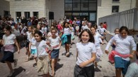 Kids on their way out of school on day one, September 1 (Gershon Elinson/Flash 90)