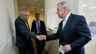 Harry Reid of Nev., left, shakes hands with Richard Durbin