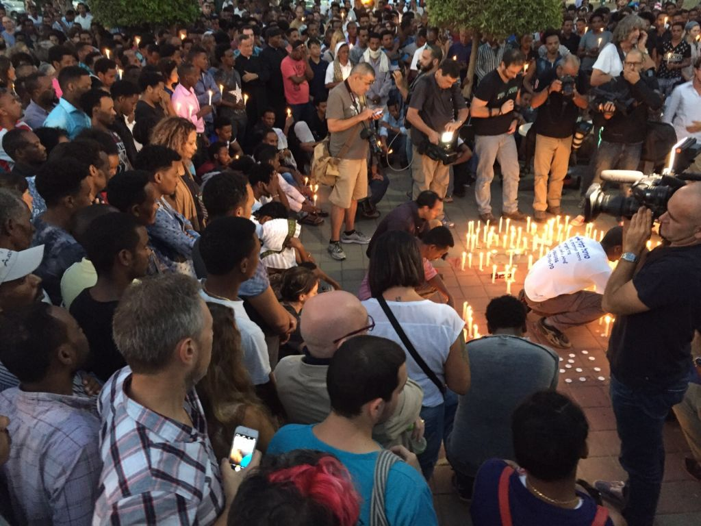 Mourners at a memorial for Haftom Zarhum, an Eritrean mistaken for a terrorist and killed, at Tel Aviv Levinsky Park on October 21, 2015. (Sara Miller/Times of Israel)