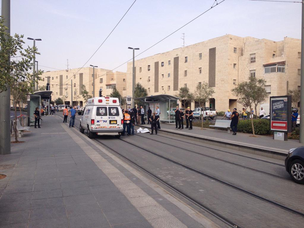 Rescue services at the scene of a stabbing attack in Jerusalem's Pisgat Zeev neighborhood on October 12, 2015 (Israel Police)