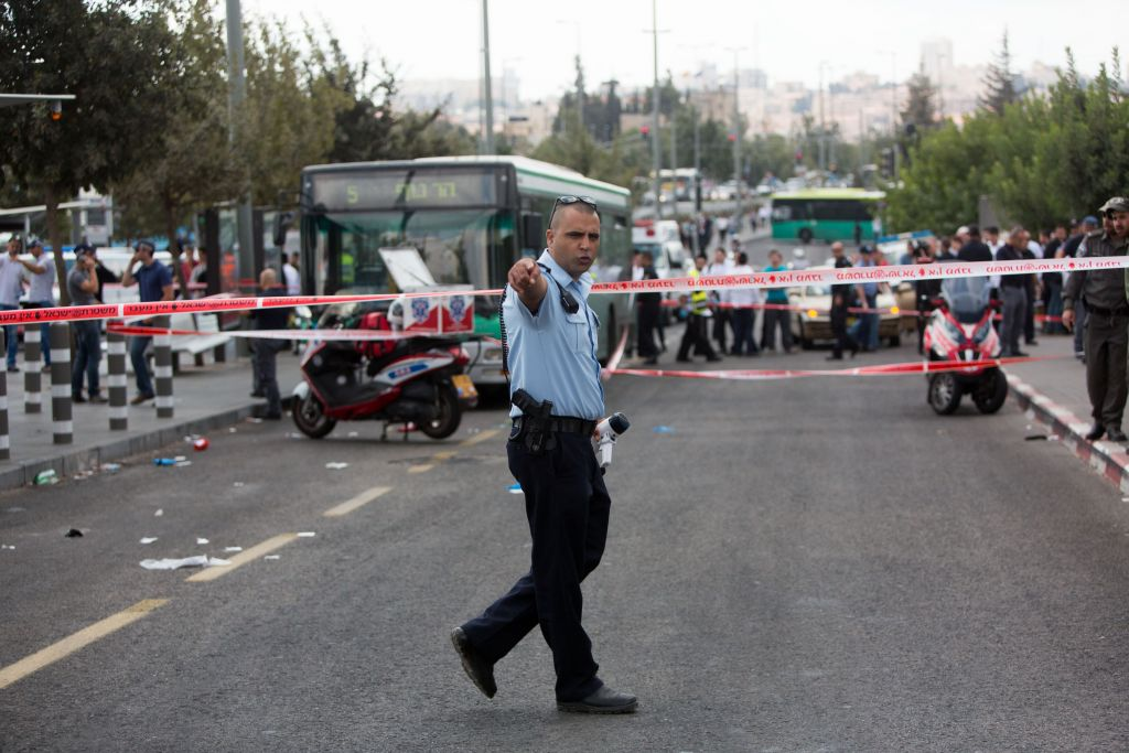 Police at the scene of a stabbing attack in Jerusalem on October 8, 2015. A Palestinian stabbed and wounded two Israeli Jews, one of whom was hospitalized in serious condition. Photo by Yonatan Sindel/Flash90