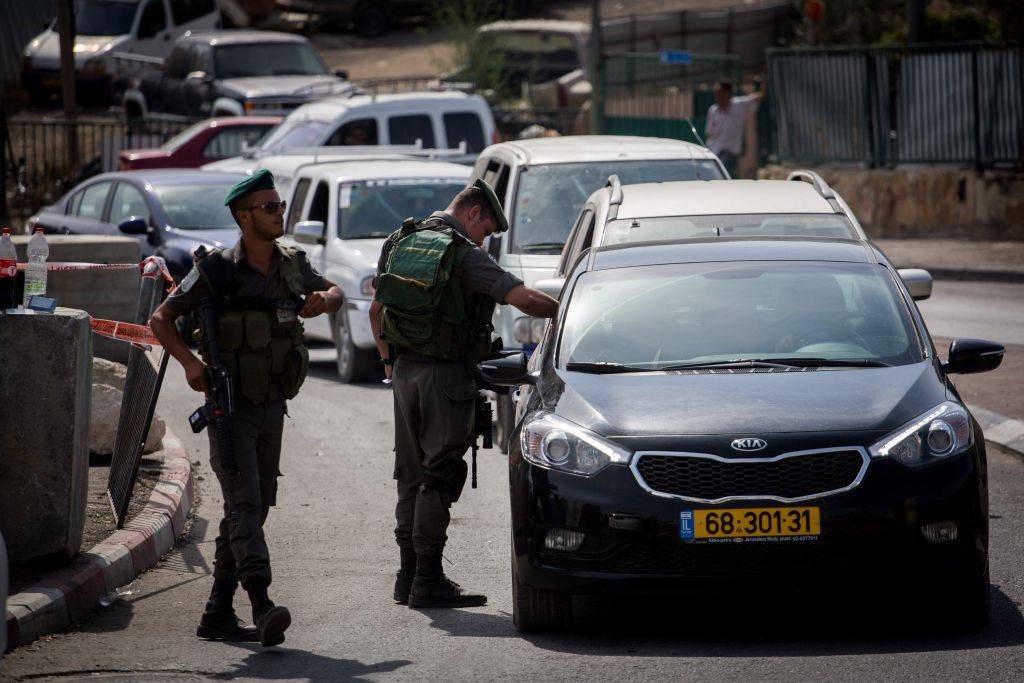 Israeli Border Police set up a checkpoint at the exit from the East Jerusalem neighborhood of Tzur Baher, bordering Armon Hanatziv, checking every Palestinian wanting to pass, on Friday, October 16, 2015. (Photo by Hadas Parush/Flash90)