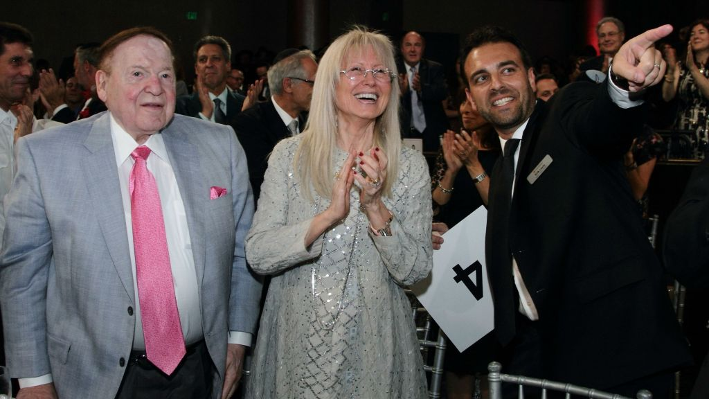 Sheldon Adelson and Dr. Miriam Adelson, with AFMDA Western Region Director Erik Levis, enjoy the comedic stylings of Jerry Seinfeld at AFMDA's Los Angeles Red Star Ball (Michal Mivzari)