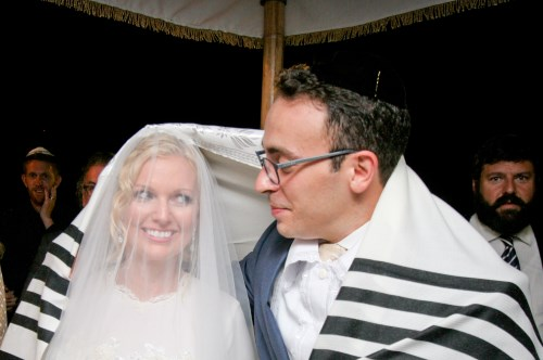 The illegal, yet 100% halachic Jewish wedding of Mark Halawa and wife, Linda Brunnel in Israel, 2014 (Courtesy of Yonit Schiller)