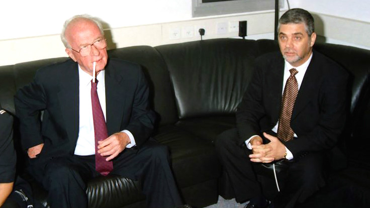 Former director-general of the Prime Minister's Office Shimon Sheves and prime minister Yitzhak Rabin (Nachoom Assis, CC-BY-SA, via wikipedia)