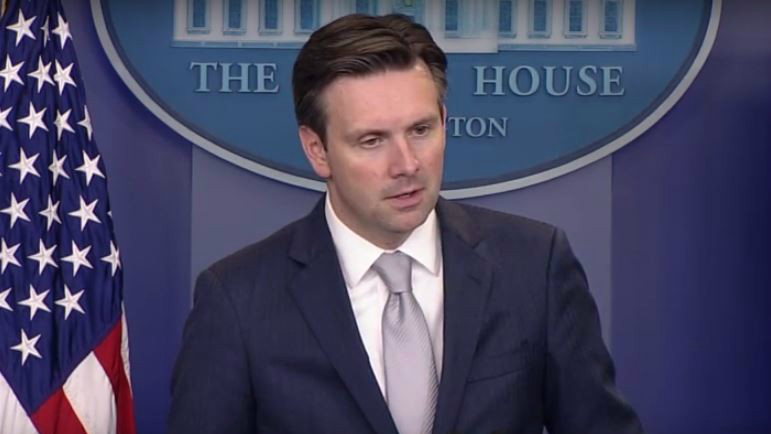White House spokesman Josh Earnest speaking to reporters, October 7, 2015. (Screen capture/White House video)