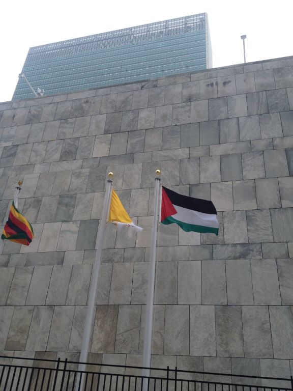 Palestinian and Vatican flags fly outside the UN on October 1, 2015. (Raphael Ahren/Times of Israel staff)