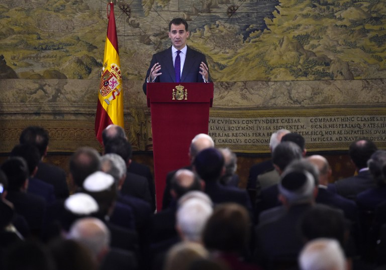 King Felipe VI of Spain delivers a speech at the Royal Palace in Madrid on November 30, 2015 during a ceremony to pay tribute to the Sephardic Jews, expelled from Spain in 1492 by the Catholic Kings (AFP PHOTO / PIERRE-PHILIPPE MARCOU)