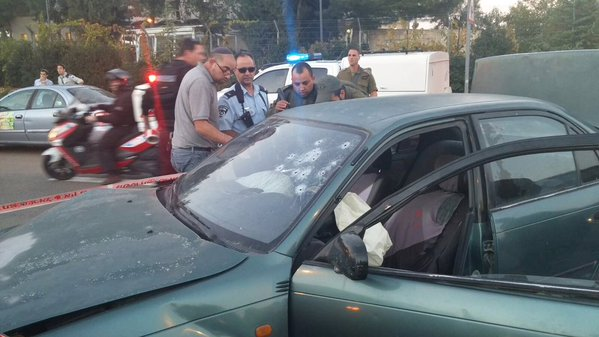 Security officers stand next to a car used in a shooting attack in the West Bank on Thursday, November 19, 2015 (Gush Etzion municipality)