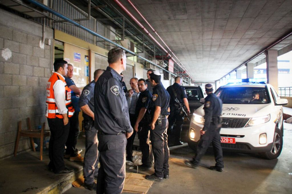 Israeli police at the scene where two Israelis were killed in a stabbing attack by a Palestinian terrorist at the Panorama building in southern Tel Aviv , on November 19, 2015. (Moti Karelitz/ZAKA TEL AVIV)