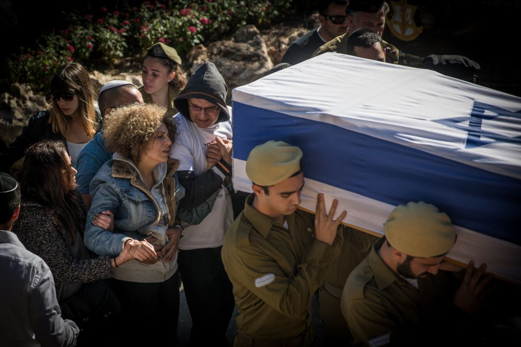 Friends and family seen mourning during the funeral of Ziv Mizrahi at Mount Herzl Military Cemetery in Jerusalem on November 24, 2015. (Hadas Parush/Flash90)