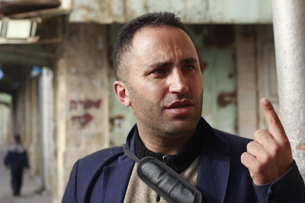 Issa Amro, who leads the 'Youths Against Settlements' organization, criticizes the Israeli government and Hebron's Jewish settlers in the old city on November 5, 2015. (Judah Ari Gross/Times of Israel)