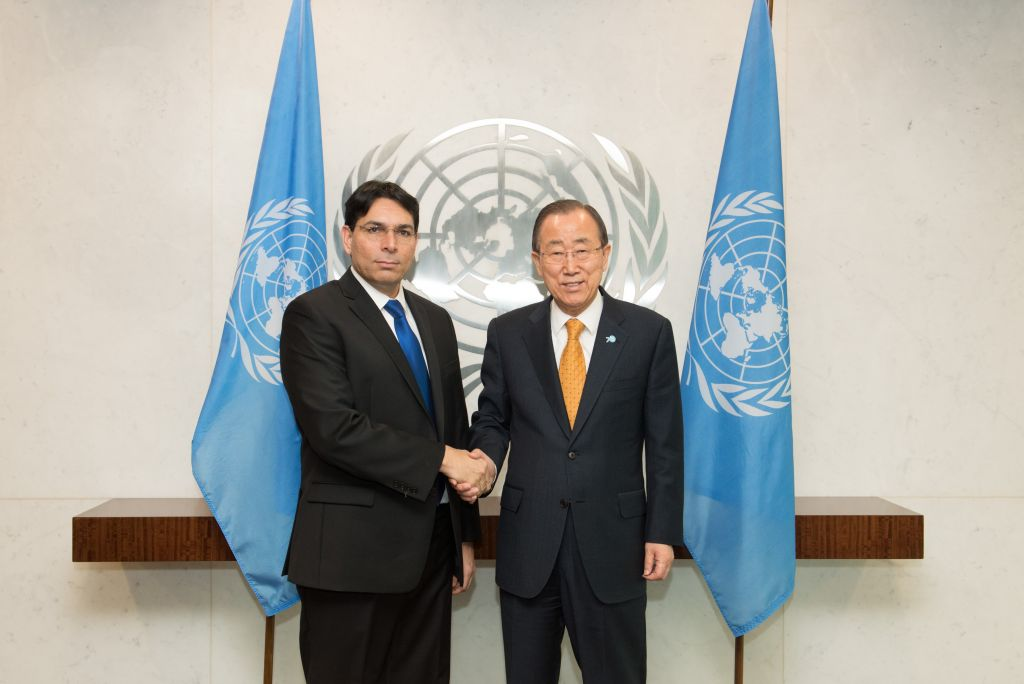 Israel's UN envoy, Danny Danon, poses with UN Secretary General Ban Ki-moon during a meeting on Monday, November 2, 2015 (Shahar Azran)