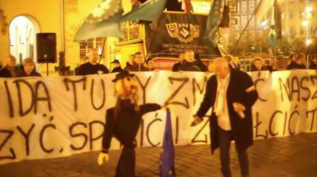 A screenshot of the video in which an effigy of an Orthodox Jew was burnt in Poland by Piotr Rybak