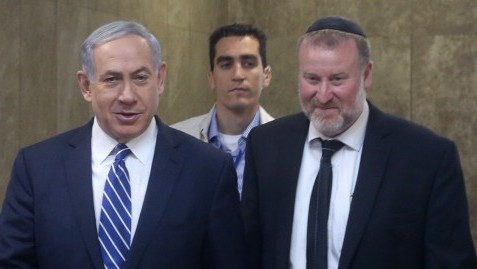 Prime Minister Benjamin Netanyahu (L) with then-cabinet secretary and current Attorney General Avichai Mandelblit, May 26, 2015. (Marc Israel Sellem/Pool/Flash90)