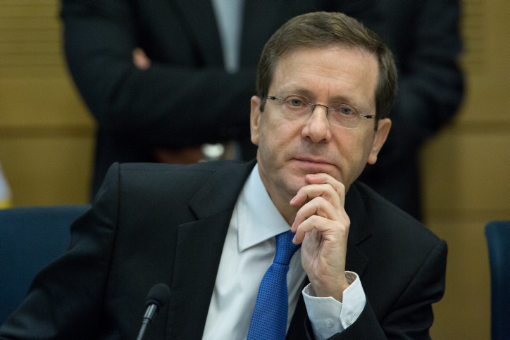 Head of the opposition Isaac Herzog seen in a committee meeting. December 08, 2015. (Yonatan Sindel/Flash90)