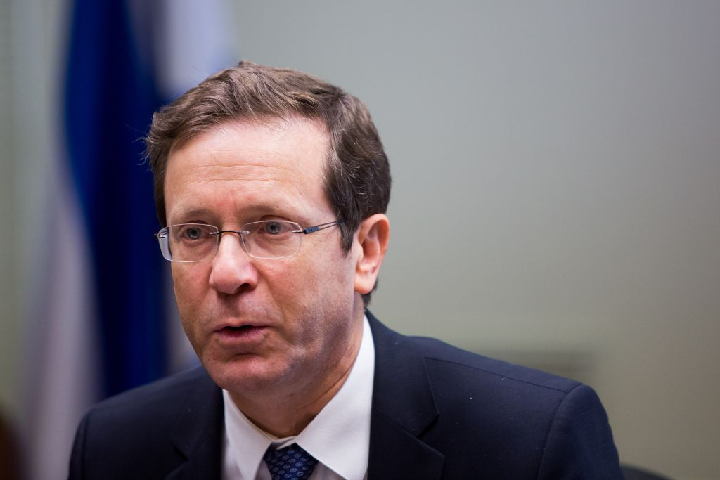 Zionist Union party leader MK Isaac Herzog in the Knesset, December 21, 2015. (Yonatan Sindel/Flash90)