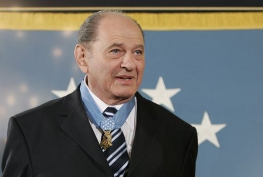 Tibor Rubin wearing a Medal of honor he received at the White House in 2005. (Public domain/Wikipedia)