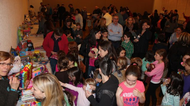 Revelers at a Fifth Night event enjoy the feeling of giving. Courtesy of Big Tent Judaism