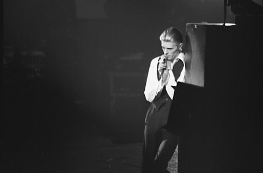 David Bowie as the Thin White Duke at Maple Leaf Gardens, Toronto 1976. (Jean-Luc, CC-BY-SA, via wikipedia)