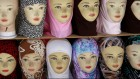 Photo de hijabs en vente (Crédit : Daniel Dreifuss / Flash90)